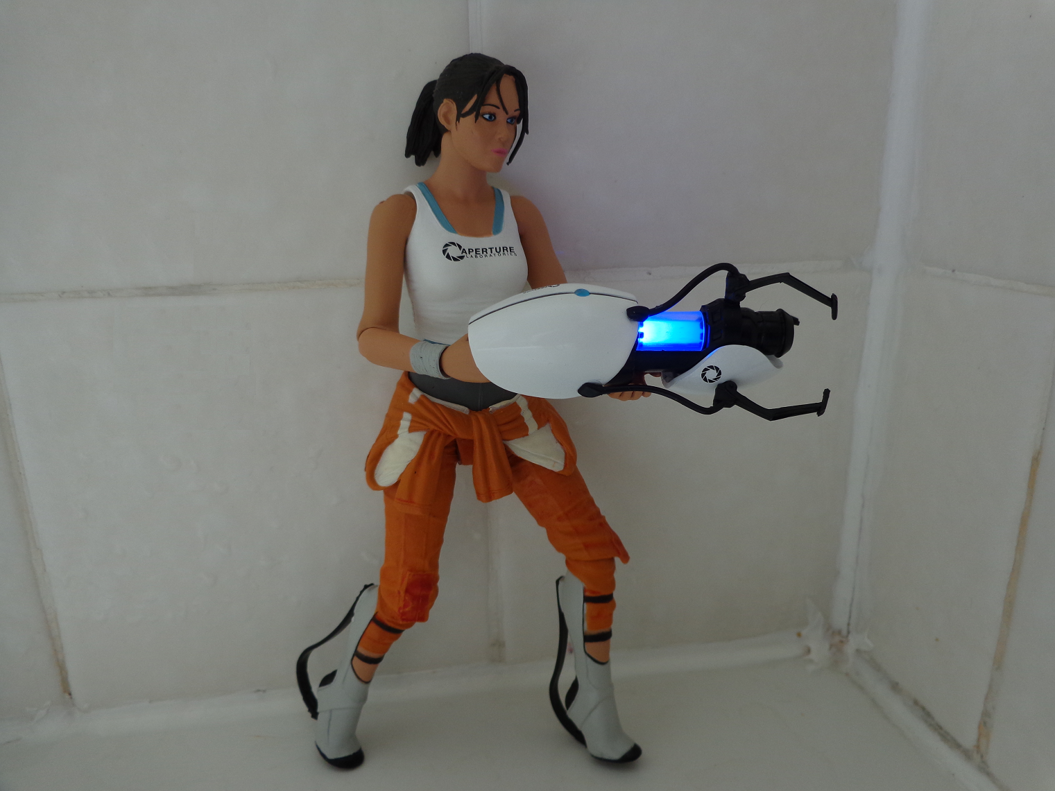Life In Plastic: TOY REVIEW Chell (Portal 2) | Nerditis