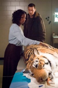 "HANNIBAL -- ""...and the Woman Clothed in the Sun"" Episode 310 -- Pictured: (l-r) Rutina Wesley as Reba McClane, Richard Armitage as Francis Dolarhyde -- (Photo by: Brooke Palmer/NBC)"